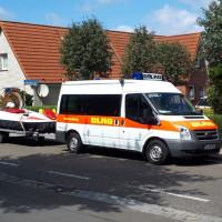 Einsatzfahrzeug mit Luftkissenboot der DLRG Wedel